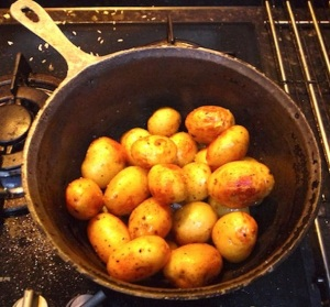 New potatoes with garlic in a 'ceaun'
