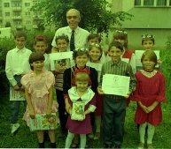 Another picture of the Bunnies, proud with their diplomas and prizes, at the end of the school year (I even put a tie on for it!)