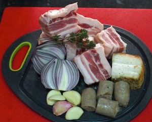 Principal ingedients for the tochitura: belly pork, smoked sausage, smoked back fat, onion and garlic. The sprigs of (Romanian) thyme are my own contribution to the recipe.