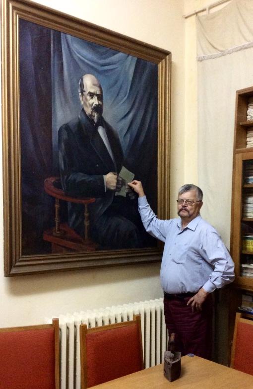 Former headmaster Dumitru Bunea with a portrait of founder of the school, M Kogălneceanu