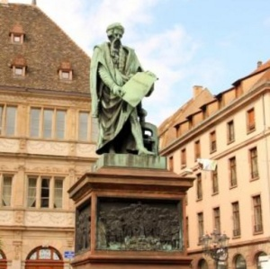 Photo of Gutenberg statue in Strasburg