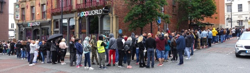 Photo of Romanians queuing to vote in EU election in Leeds